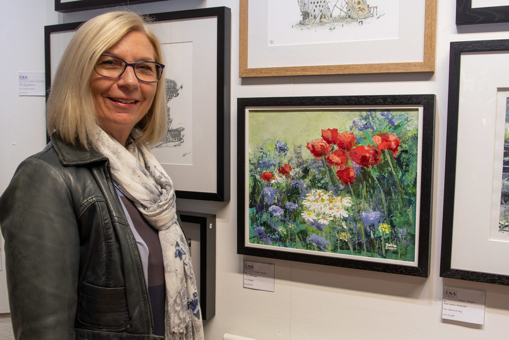 Artist Julia Essex with her winning painting, 'Poppies'