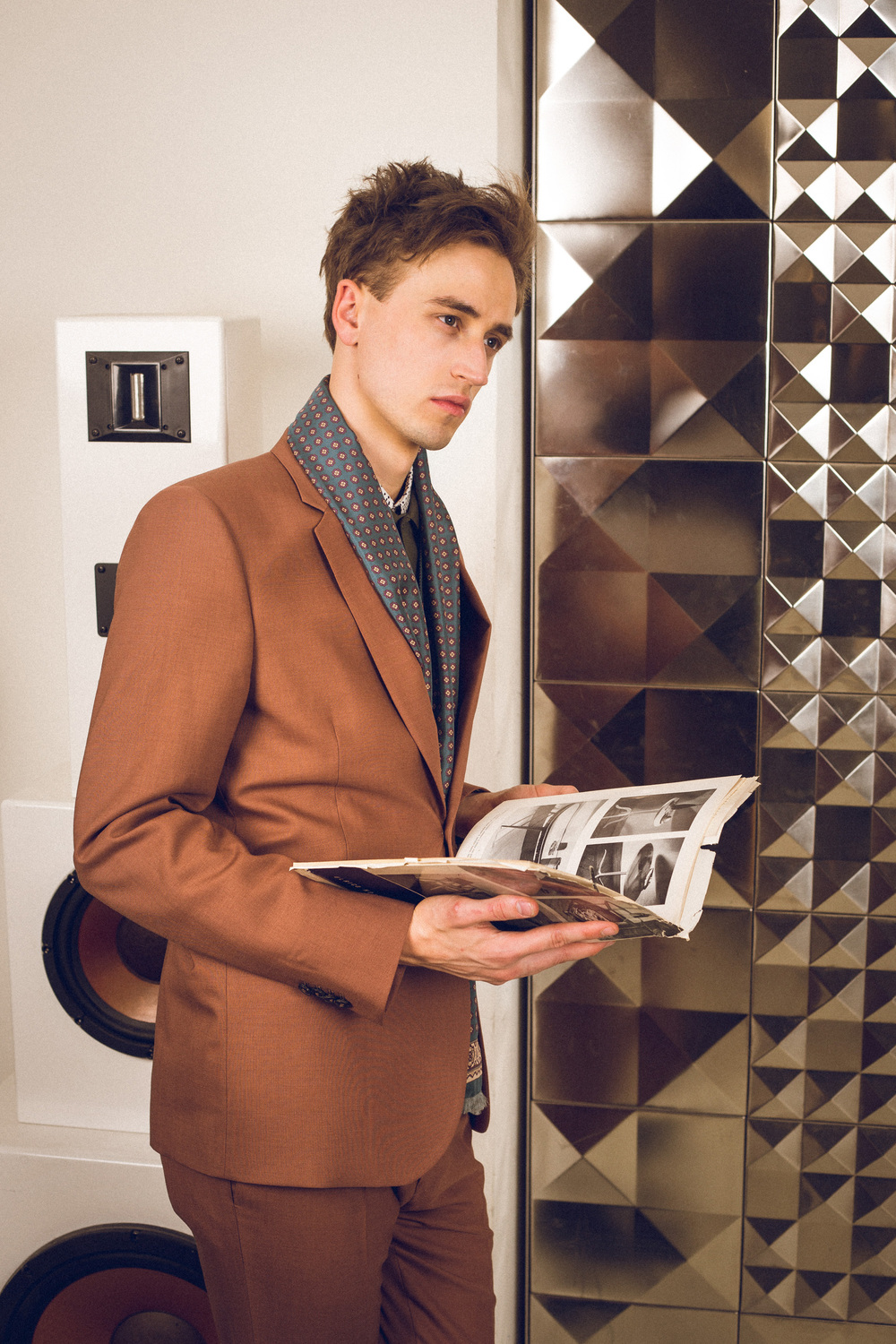 Moritz is wearing a Paul Smith suit and scarf.