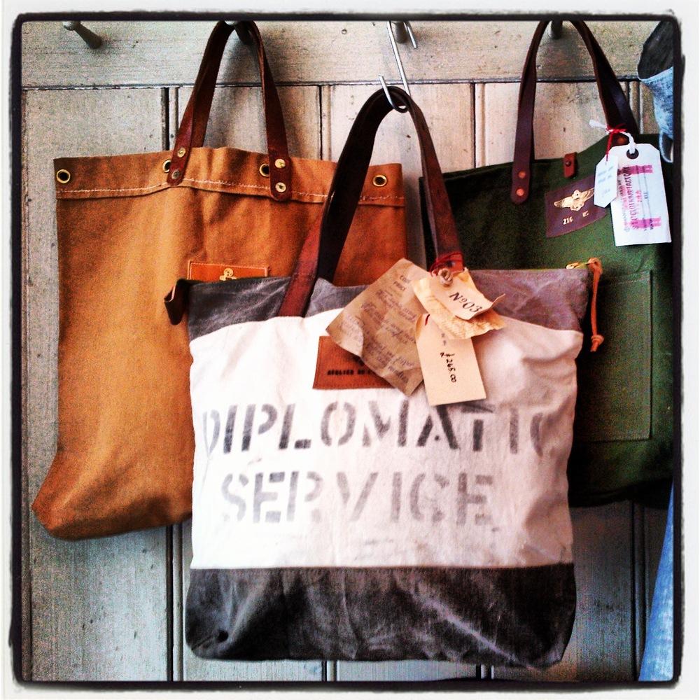 bag diplomatic service.JPG