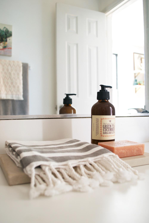 rental bathroom styling 6.jpg