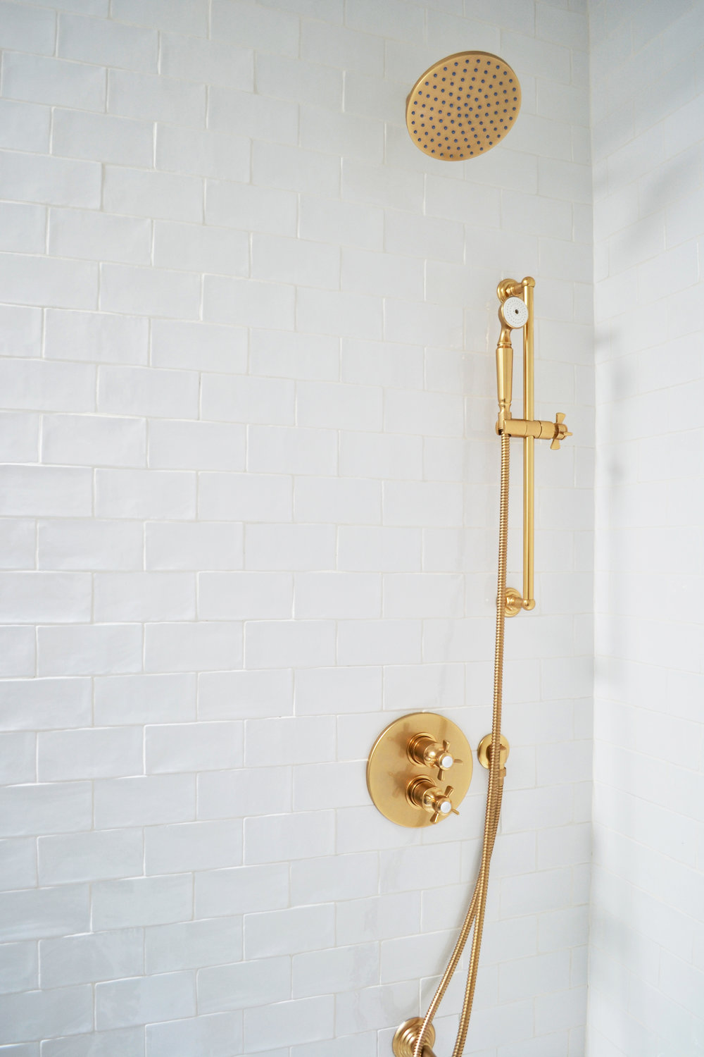 brass bath hardware detail.jpg