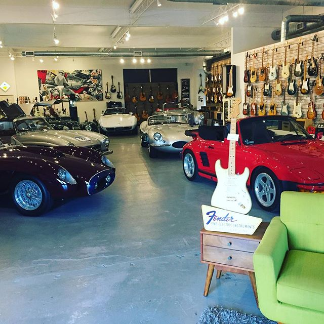 So much to see at @waltgracevintage Where beautiful classic cars and vintage guitars live in perfect harmony.