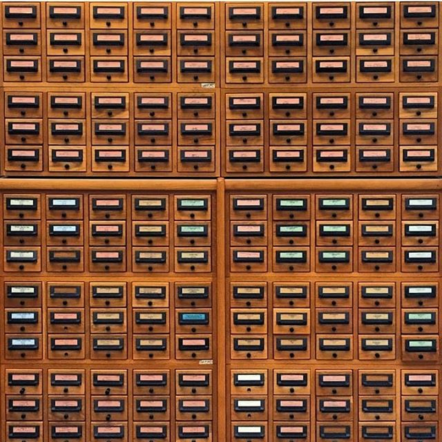 The Schiff Library card catalog at @cincyartmuseum . Today was a research day. 🔎📚🖼️ This beautiful photo is reposted and belongs to our colleague @mayadrozdz - who has a knack for finding interesting things in the world.