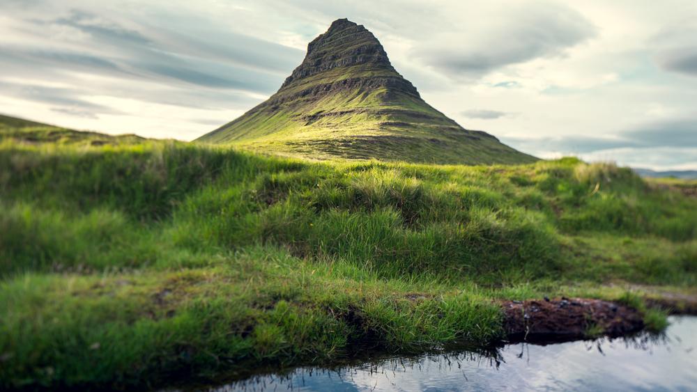 iceland_reykjavick_mountain_green
