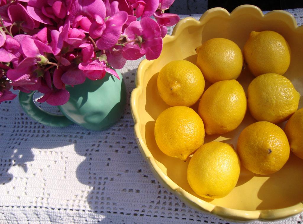 sweet-peas-and-lemons-mayalu-flickr