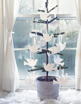 mini-christmas-tree-doves-gtl1206-decountryliving