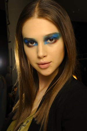 lfg-prabal-gurung-backstage-beauty-fall-2012-turquoise-teal-cobalt-hypnotic-eyes.jpg