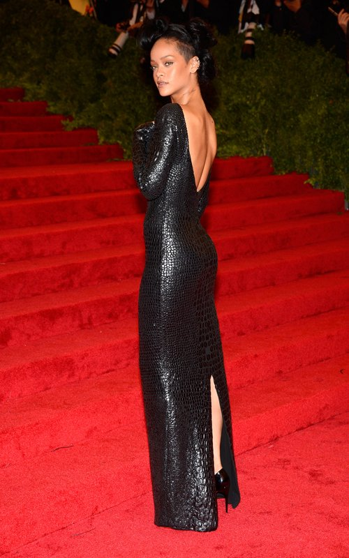 Rihanna-Met-Gala-2012-Tom-Ford-Fall-2012-Gown-Black.jpg