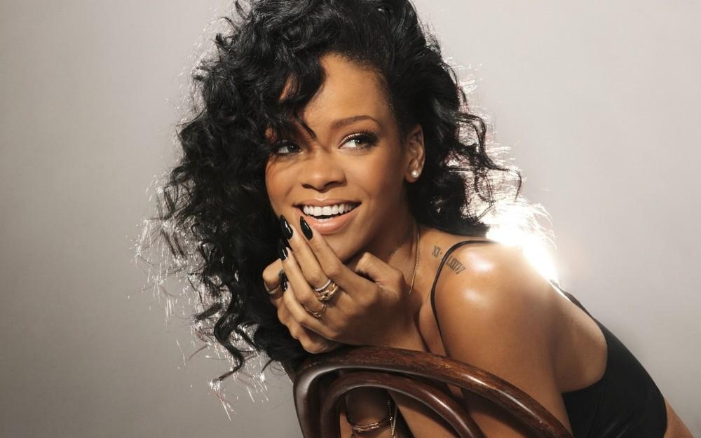 Rihanna-bio.jpg