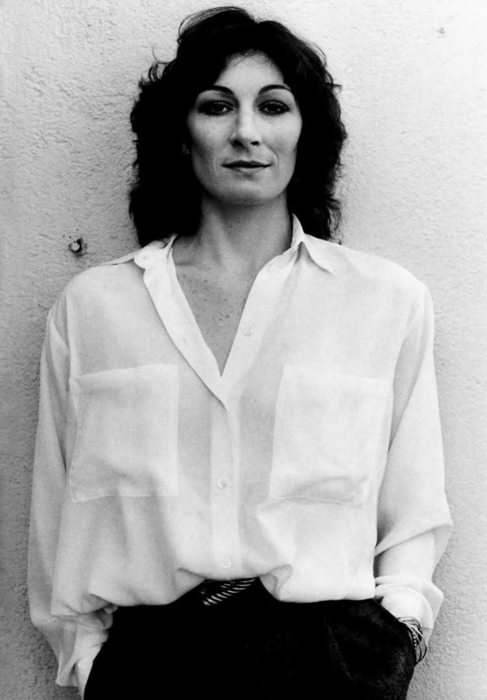 Angelica Huston_5.jpg