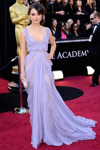 Mila Kunis in Elie Saab , Oscars 2011.