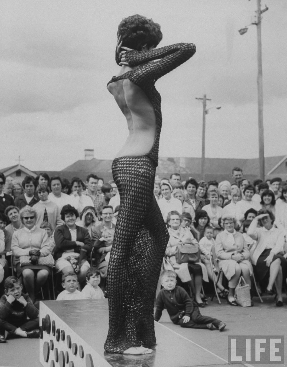 donyale-luna_sydney_1967_crocheted-dress2.jpg