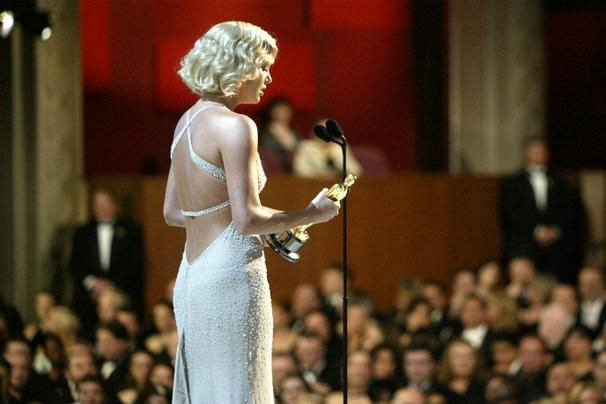 Charlize Theron in Gucci. Oscars 2004.
