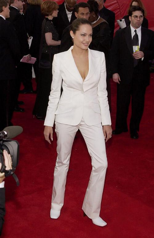 Angelina Jolie in Doce & Gabbana, Oscars (2001).