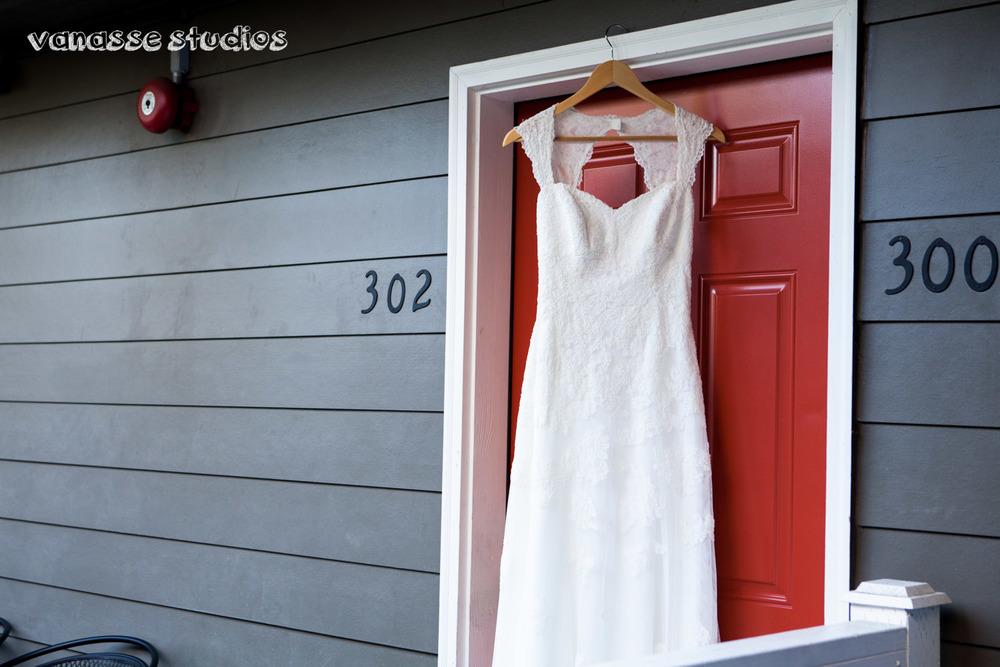 Claire-Jon-Seattle-Wedding-Photographers-Bell-Harbor-003.jpg