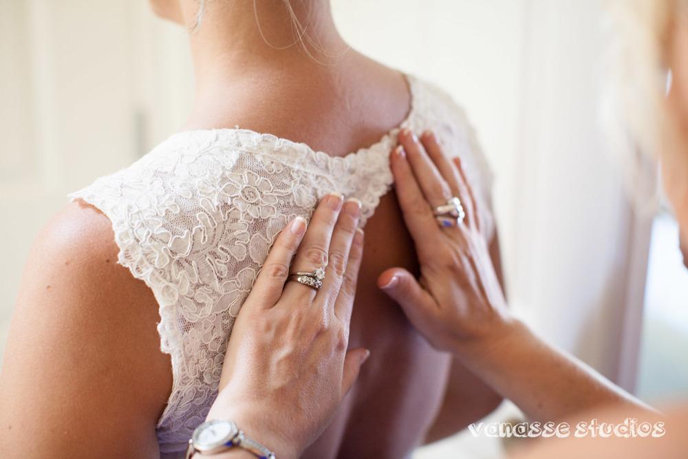 Claire-Jon-Seattle-Wedding-Photographers-Bell-Harbor-009.jpg