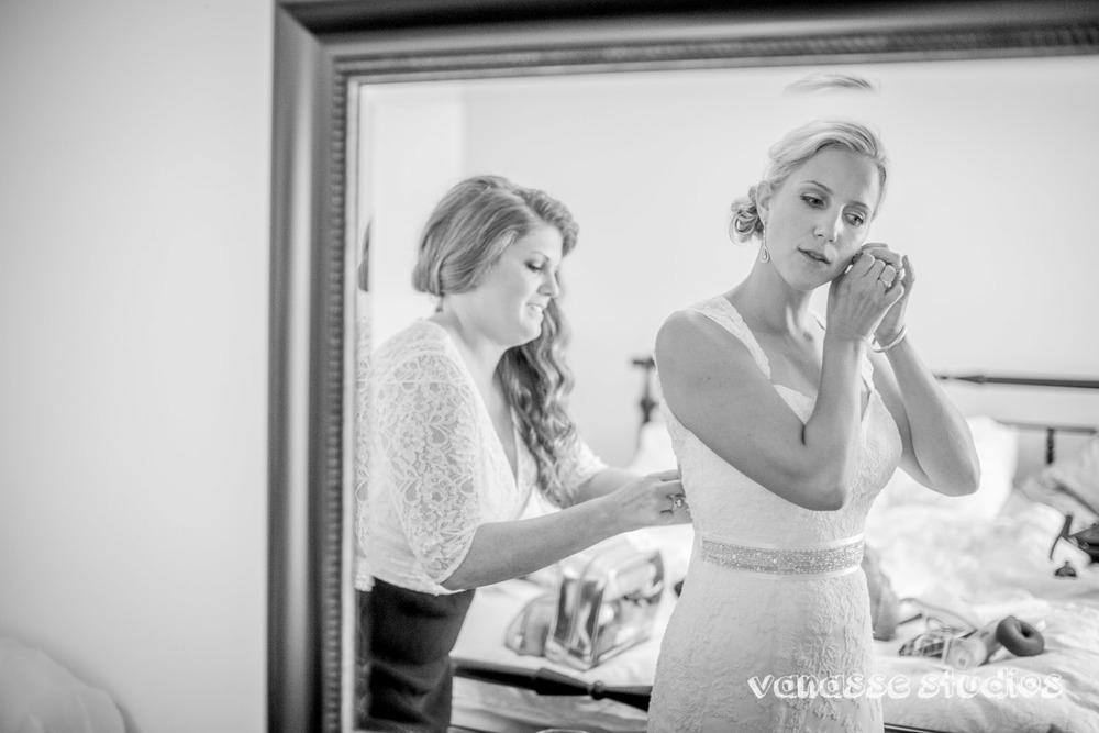 Claire-Jon-Seattle-Wedding-Photographers-Bell-Harbor-012.jpg