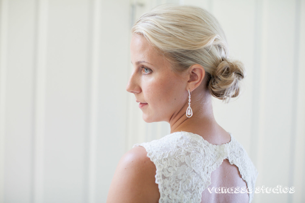 Claire-Jon-Seattle-Wedding-Photographers-Bell-Harbor-013.jpg