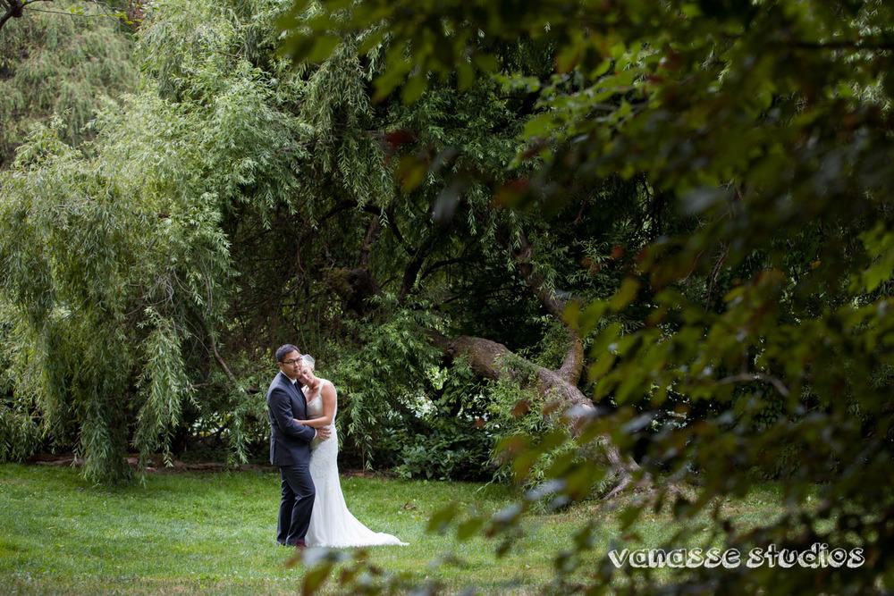 Claire-Jon-Seattle-Wedding-Photographers-Bell-Harbor-026.jpg