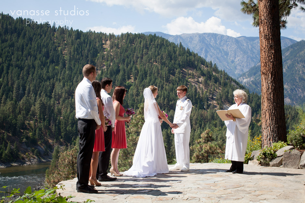Leavenworth-Wedding-Photographers_AndreaMike_040.jpg