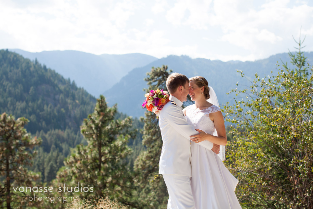Leavenworth-Wedding-Photographers_AndreaMike_076.jpg