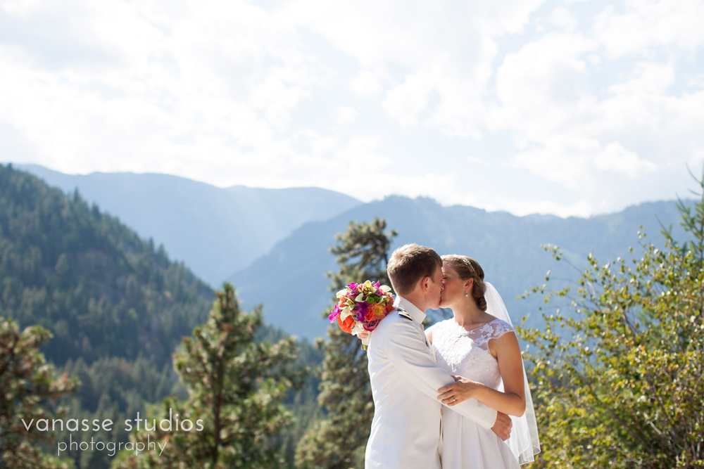 Leavenworth-Wedding-Photographers_AndreaMike_077.jpg