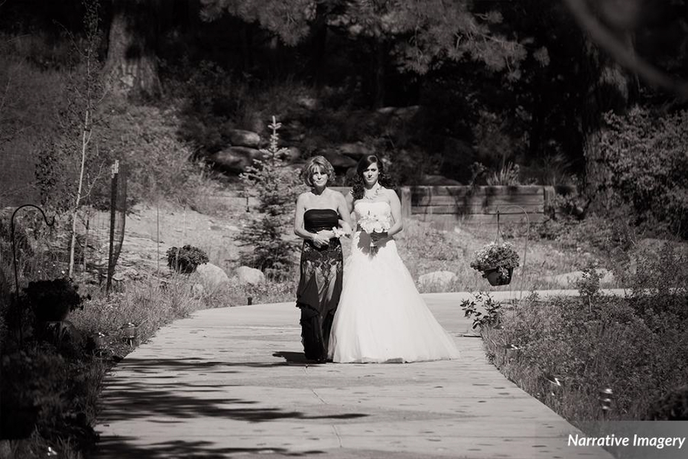 photography >> Narrative Imagery || venue >> Della Terra Mountain Chateau || flowers >> Kim & Co