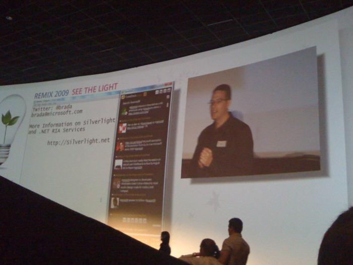 Hey, that's my tweet on the big screen!      via tweetie