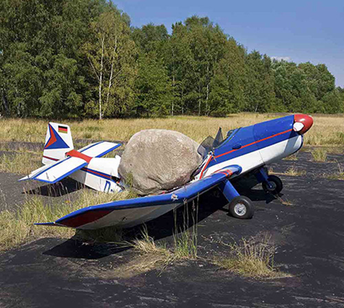 Jimmie Durham,  Encore tranquillité (Calm Again) , 2008, fibreglass stone and airplane (photo: Roman März)