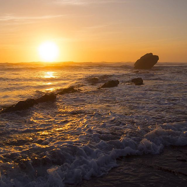 Your light makes the ocean an easy road. #beautifuldestinations #liveadventurous #getoutside #shishibeach #sunset #pnwisbest #beautifulearth #pacificocean #westcoast
