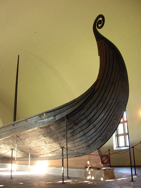 Exhibition_in_Viking_Ship_Museum,_Oslo_01.jpg