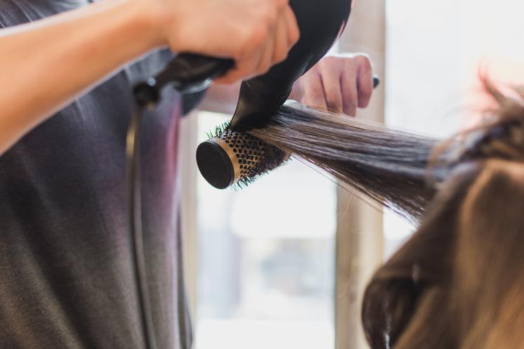 blow-drying-on-round-brush_373x@2x.progressive.jpg