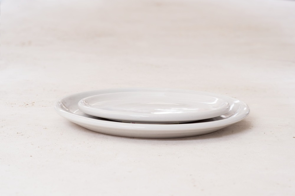 IrvingPlaceStudio_SaladandDinnerPlatePlainBG_Porcelain.jpg