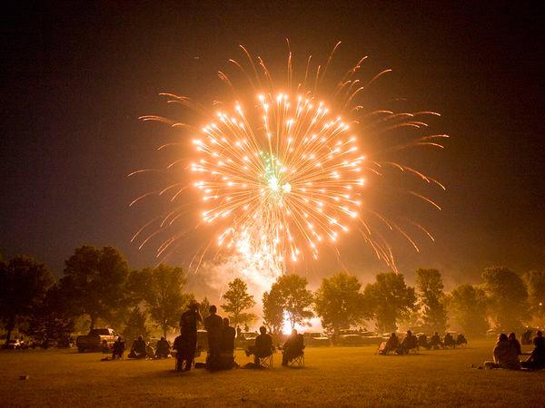 fireworks-in-Minnesota.jpg