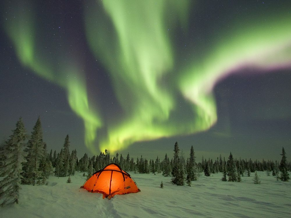 1600x1200-aurora-borealis01.jpg