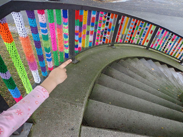 yarn-bombing-knitted-staircase.jpg