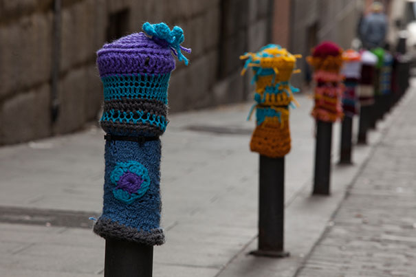 yarn-bombing-knitted-pillars-2.jpg