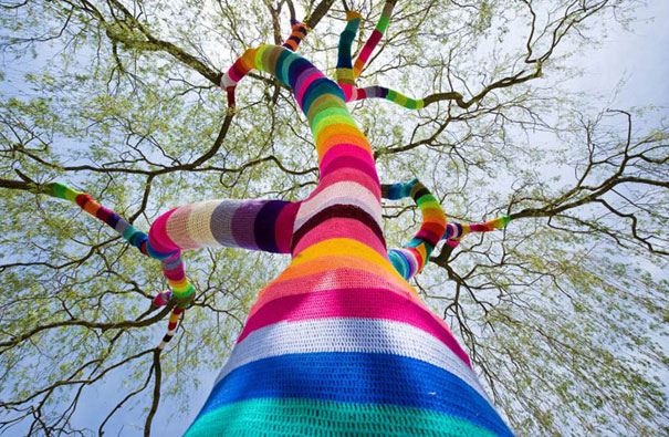yarn-bombing-knitted-trees-1.jpg