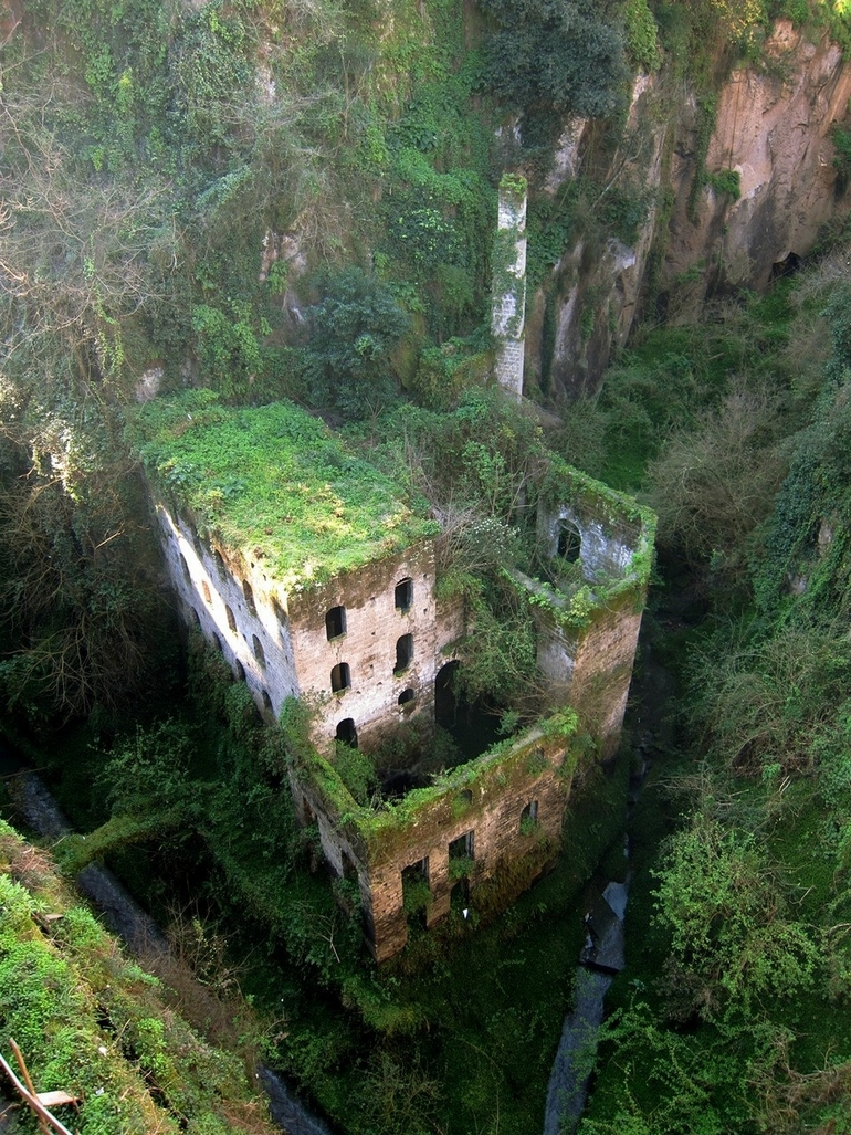 top-33-most-beautiful-abandoned-places-in-the-world-23.jpg
