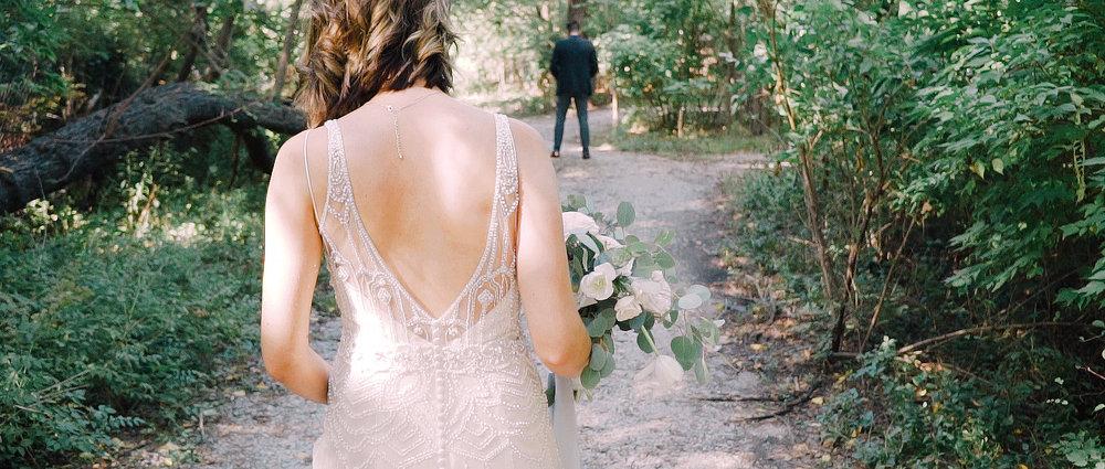 outdoor-first-look-wedding