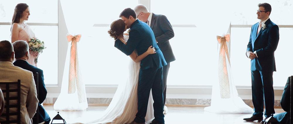 first-kiss-wedding