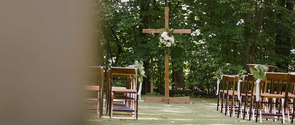 outdoor-wedding-ceremony-schwinn-farm