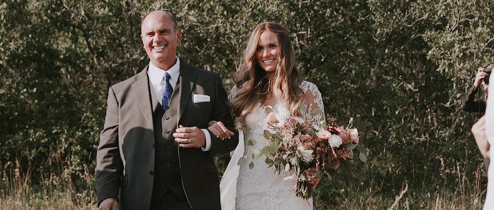 gorgeous-bride-walking-down-the-aisle