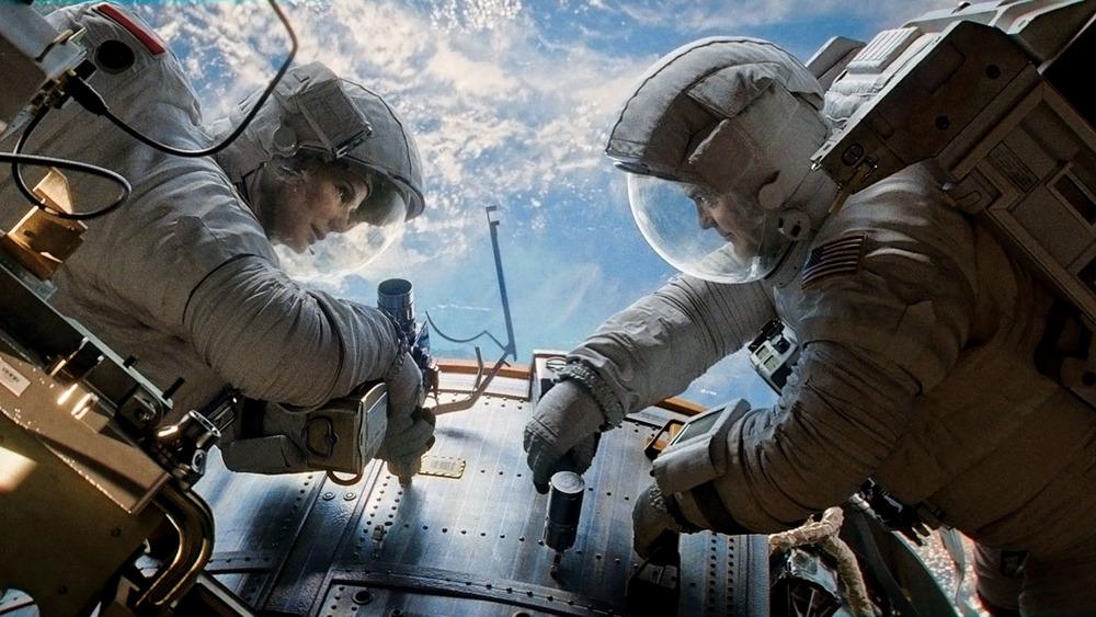 gravity-Clooney-Bullock.jpg