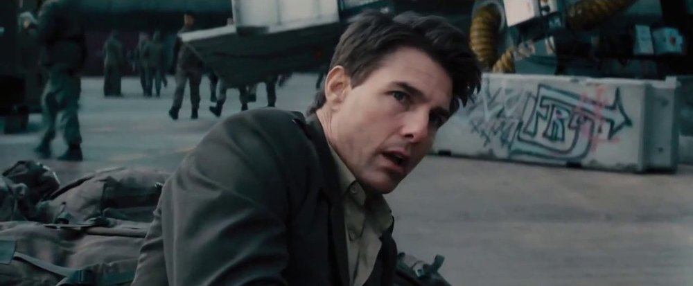 Tom Cruise's Cage begins the film without any knowledge of fighting a war.