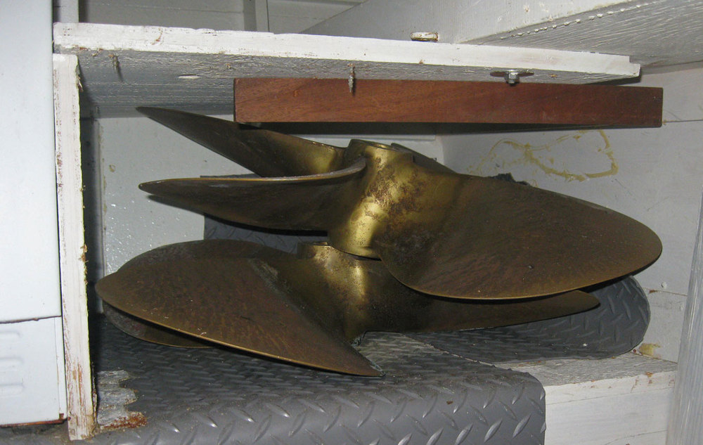 Propellers hidden in the boat spares four blade