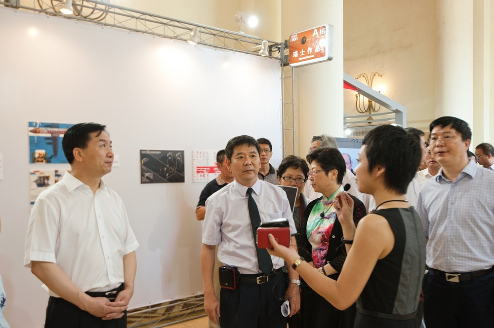 Vice Secretary of Municipal Party Committee of Shanghai visits the booth