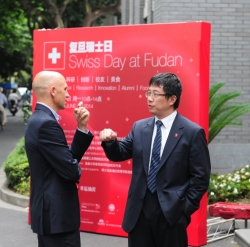 Pascal Marmier, CEO of swissnex China and Prof. ZHU Chouwen, Dean of Fudan University Foreign Affairs Office