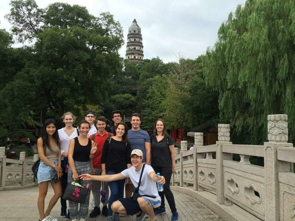 During these six weeks, the students had the opportunity to visit different places in China. They spent one day in Suzhou visiting gardens and the old town.