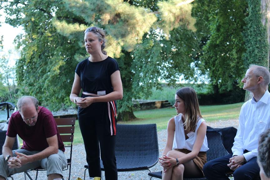 """瑞士联邦政府科技文化中心的代表彼阿特丽丝·法拉利(Béatrice Ferrari)女士也介绍了瑞士联邦政府科技文化中心中国分部的主要活动,特别是在科学技术方面的双边合作,其宗旨是""""为科学服务的外交""""。"""